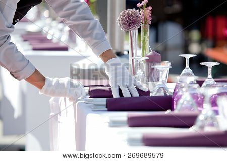 Catering Service, Hotel Tabel Covering Luxury Service In Restaurant