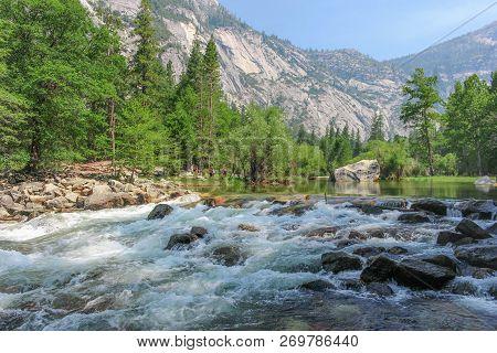 Mirror Lake Dans Le Parc National De Yosemite En Californie