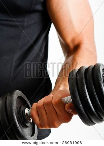 muscular Man Gewichte zu heben