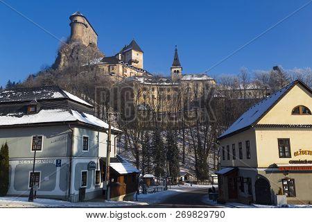 01.01.2017. Village Oravsky  Podzamok. Slovakia. View To Famous Orava Castle ( Oravsky Hrad ) - Nati