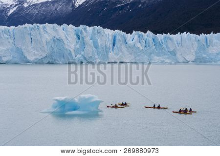 El Calafate, Argentina - Sep 29, 2018: Tourists Kayaking Near The Perito Moreno Glacier In The Los G