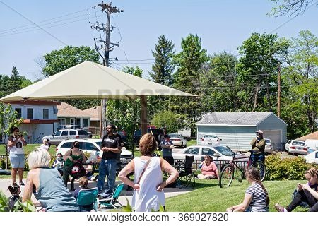 West St. Paul, Mn/usa - May 30, 2020: West Saint Paul Resident Addresses Racial Issues At A Communit
