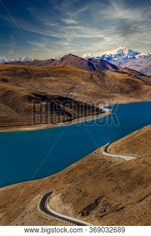 The Yamdrok Yumtso Lake,tibet, Yamdroog Is The Fifth Largest Lake In The Tibet Autonomous Region And