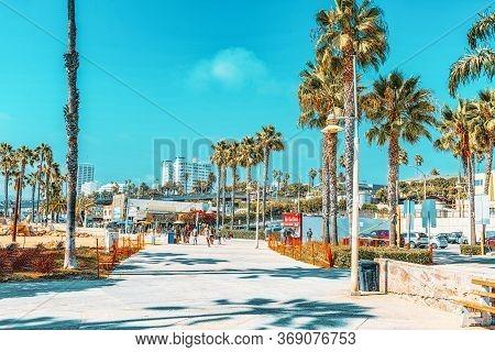 Santa Monica, California, Usa - September 07, 2018: View Of The Beach Of Santa Monica And The Pacifi