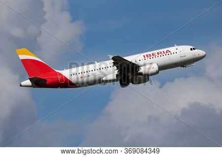 Budapest / Hungary - May 15, 2018: Iberia Airlines Airbus A320 Ec-ief Passenger Plane Departure And