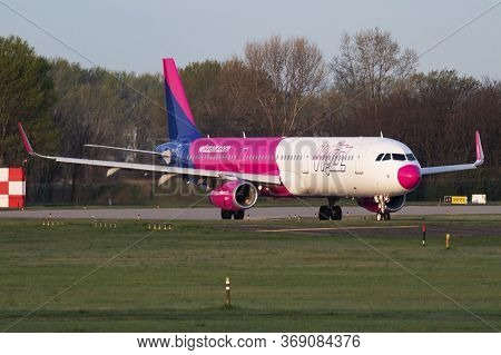 Budapest / Hungary - April 14, 2018: Wizz Air Airbus A321 Ha-lxt Passenger Plane Take Off And Depart