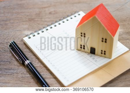 House Models And Book List. Check The Quality In The Home. Concept Of Buying A New Home .home Inspec