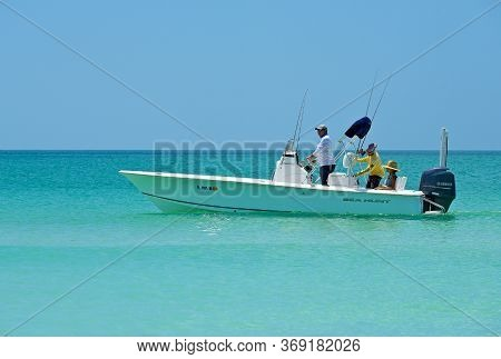 Holmes Beach, Anna Maria Island Fl / Usa - May 1, 2018: People Fishing From A Power Boat In The Gulf