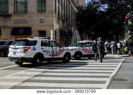 Washington D.c., Usa - May 31, 2020: District Of Columbia Metropolitan Police Block Road To White Ho