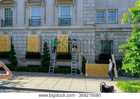 Washington D.c., Usa - May 31, 2020: Protesters March In Washington D.c. Clogging Windows At Shops I