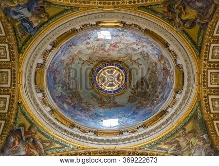 Vatican City, Vatican - October 12, 2016: Ornate Interior And A Dome Of The Saint Peters Basilica In