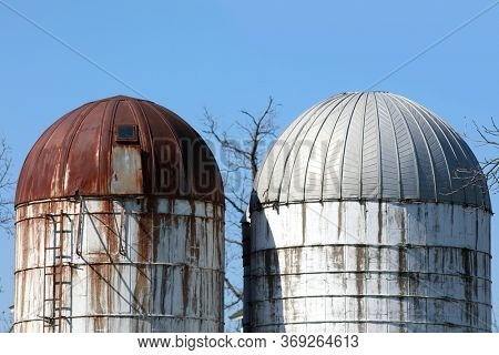 Two old silos of the Barn