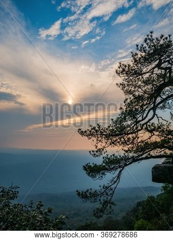 Beautiful Sunset Of Lomsak Cliff On Phu Kradueng Mountain National Park In Loei City Thailand.phu Kr