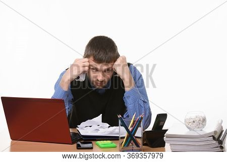 Office Worker Unsuccessfully Comes Up With New Ideas At The Desk