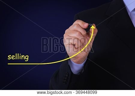 Businessman Draws An Arrow With The Text Selling Symbolizing Take-off. Business Concept.