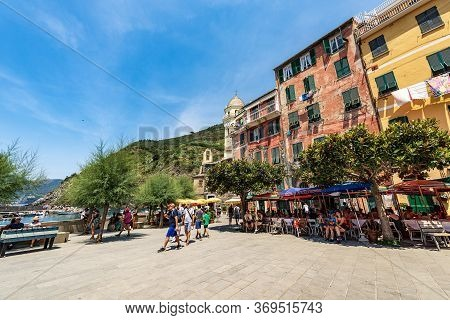 Vernazza, Liguria, Italy - July 22, 2019: Downtown Of The Vernazza Village With Tourists, Cinque Ter
