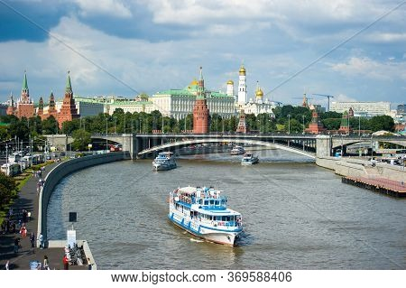 Moscow, Russia-july 23, 2016: View Of The Moscow Kremlin, Bolshoy Kamenny Bridge And The Embankment