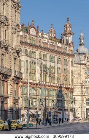Budapest, Hungary - Feb 9, 2020: Szabad Sajto Street View With Parisi Udvar Hotel Before Sunset