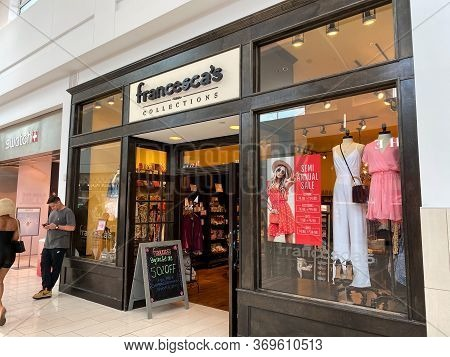 Orlando,fl/usa-2/17/20: The Women's Clothing Store Francesca's Collections Storefront At The Milleni