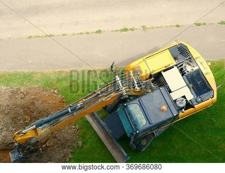 excavator / backhoe / bulldozer / digger / heavy machinery from above