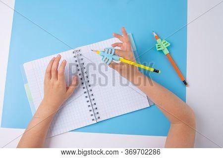 Ergonomic Training Pencil Holder, Preschooler Handwriting, Kids Learning How To Hold A Pencil, Finge