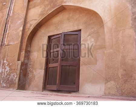 Mughal Architecture - View Of An Old Heritage Window Inside Red Fort, Agra