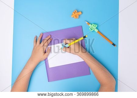 Kids Hands Hold Two-finger Grip Writing Tool , Preschooler Learning How To Hold Pencil, Handwriting