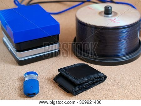 Digital Data Backup Devices: External Usb Hard Drives, Memory Stick, Memory Card Wallet And Cds On C