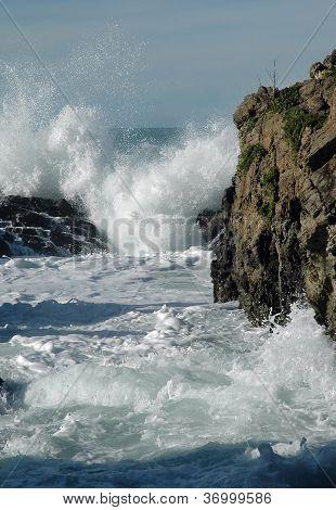 Crashing Waves & Rocks