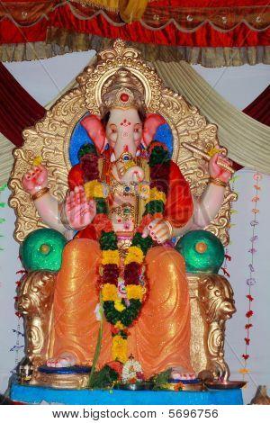 schöne und reiche indische Gottheit der ganapati
