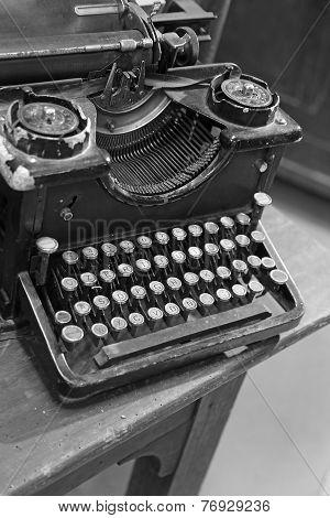 black rusty typewriter with white keys very old keyboard