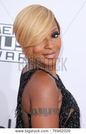 LOS ANGELES - NOV 23:  Mary J Blige at the 2014 American Music Awards - Arrivals at the Nokia Theater on November 23, 2014 in Los Angeles, CA