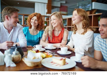 Group of friends drinking tea at caf���©