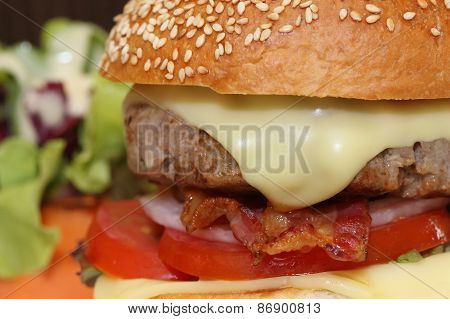Cheeseburger With Becon