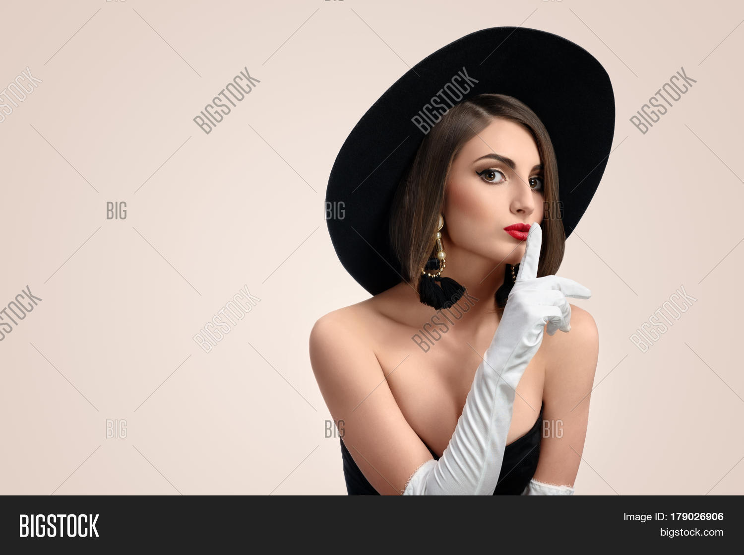 82e4e300c Gorgeous Young Red Image & Photo (Free Trial) | Bigstock