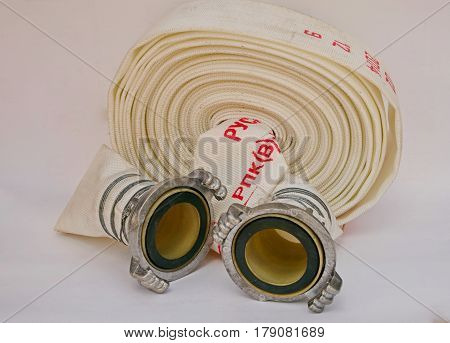 The fire hose is the main means of fire fighting, a special metal fastener securely secures this tool to another sleeve