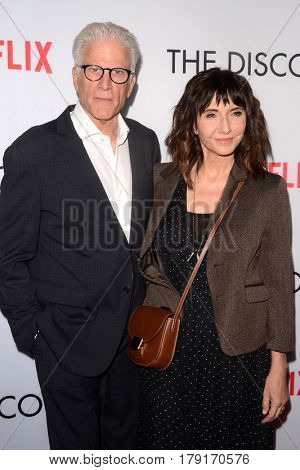 LOS ANGELES - MAR 29:  Ted Danson, Mary Steenburgen at the Premiere Of Netflix's