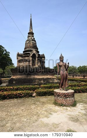 The Sukhothai Historical Park Inside are the remains of the royal palace and twenty-six temples
