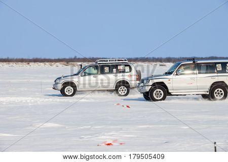 KHABAROVSK RUSSIA - JANUARY 28 2017: Suzuki Escudo vs Mitsubishi Pajero during local championship