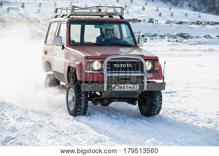 KHABAROVSK RUSSIA - JANUARY 28 2017: Toyota Land Cruiser riding on snow during local championship