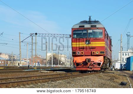 Shunting locomotive moves the wagons from one line to another.