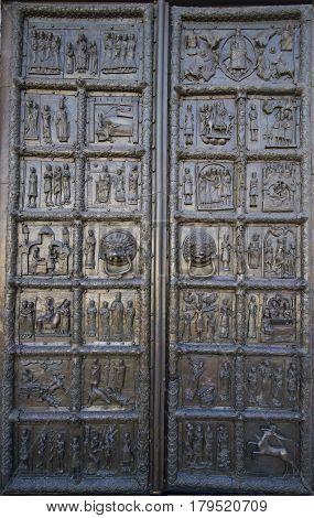Magdenburgskoe gates of St. Sophia Cathedral. Veliky Novgorod, Russia
