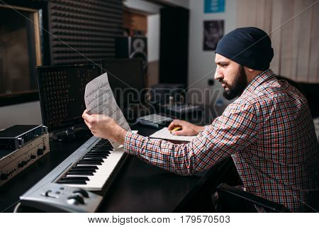 Audio engineering, sound producer with synthesizer