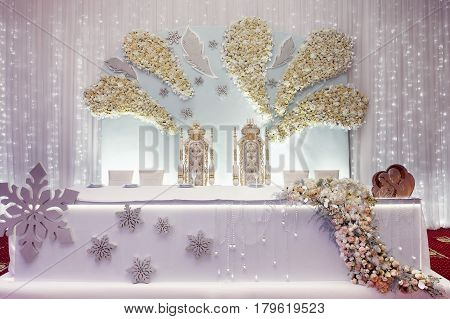 Luxury Wedding Decor Arrangements Of Centerpiece Table For Bride And Groom. Royal Chairs With Flower
