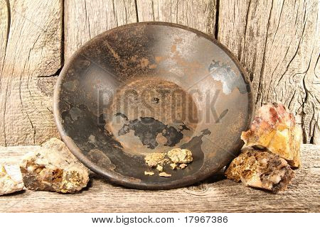 gold nuggets, pan