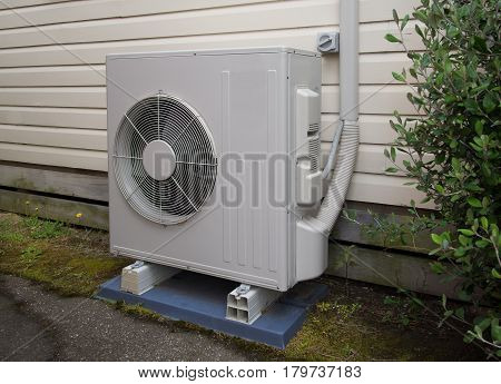 Air conditioning and heating unit for a  small house or big room
