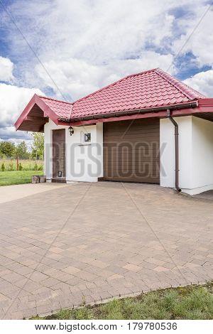 Cobblestone Driveway To A Beautiful House Idea