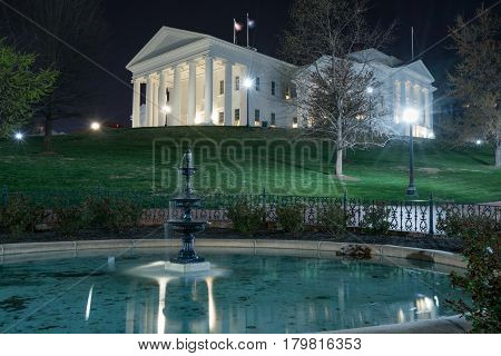 Virginia state capitol building in Richmond at night