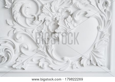 Luxury white wall design bas-relief with stucco mouldings roccoco element.