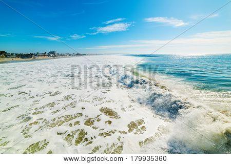 big wave in Pacific Beach in California
